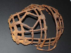 Vestiges de guerre : masque de receveur
