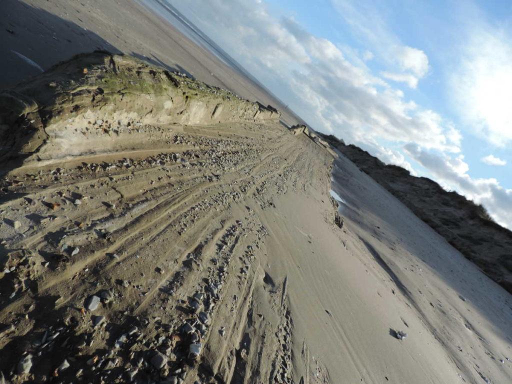 Sur la plage d'Utah-Beach, les vestiges se découvrent